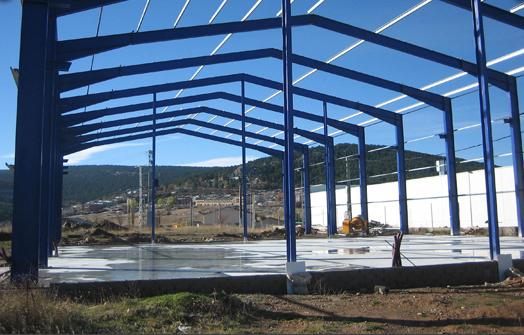 Estructuras met licas y naves industriales hierros y for Terrazas metalicas